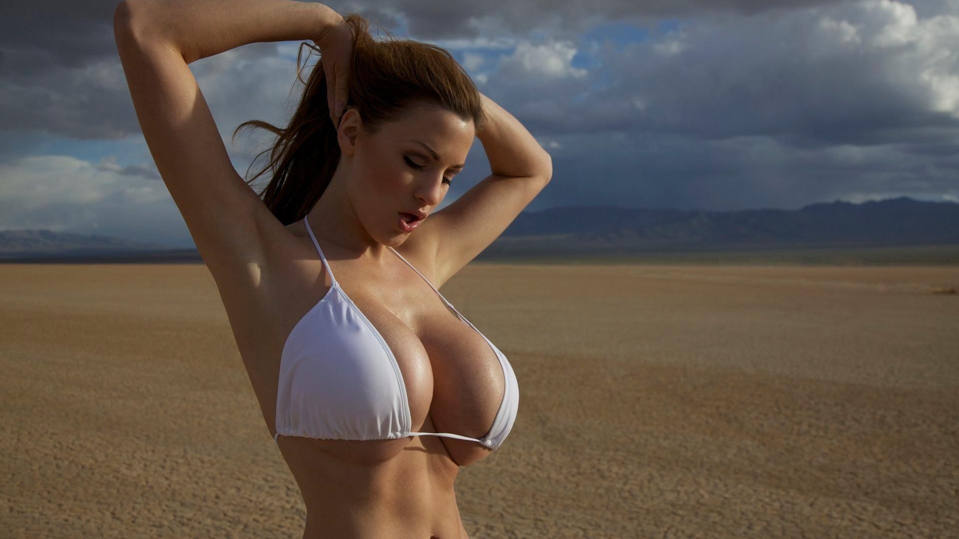 Сочная грудь женщины 14