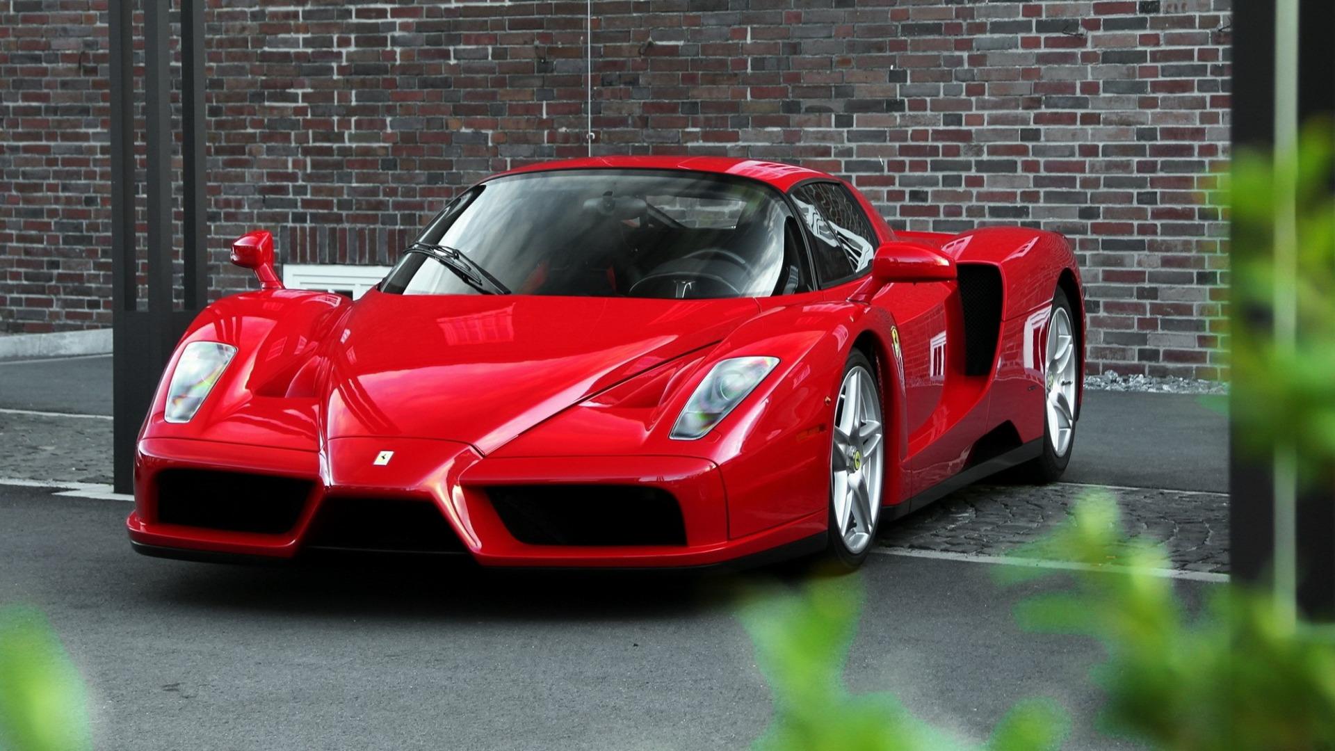 Черный спортивный автомобиль Ferrari Enzo  № 2892537 без смс