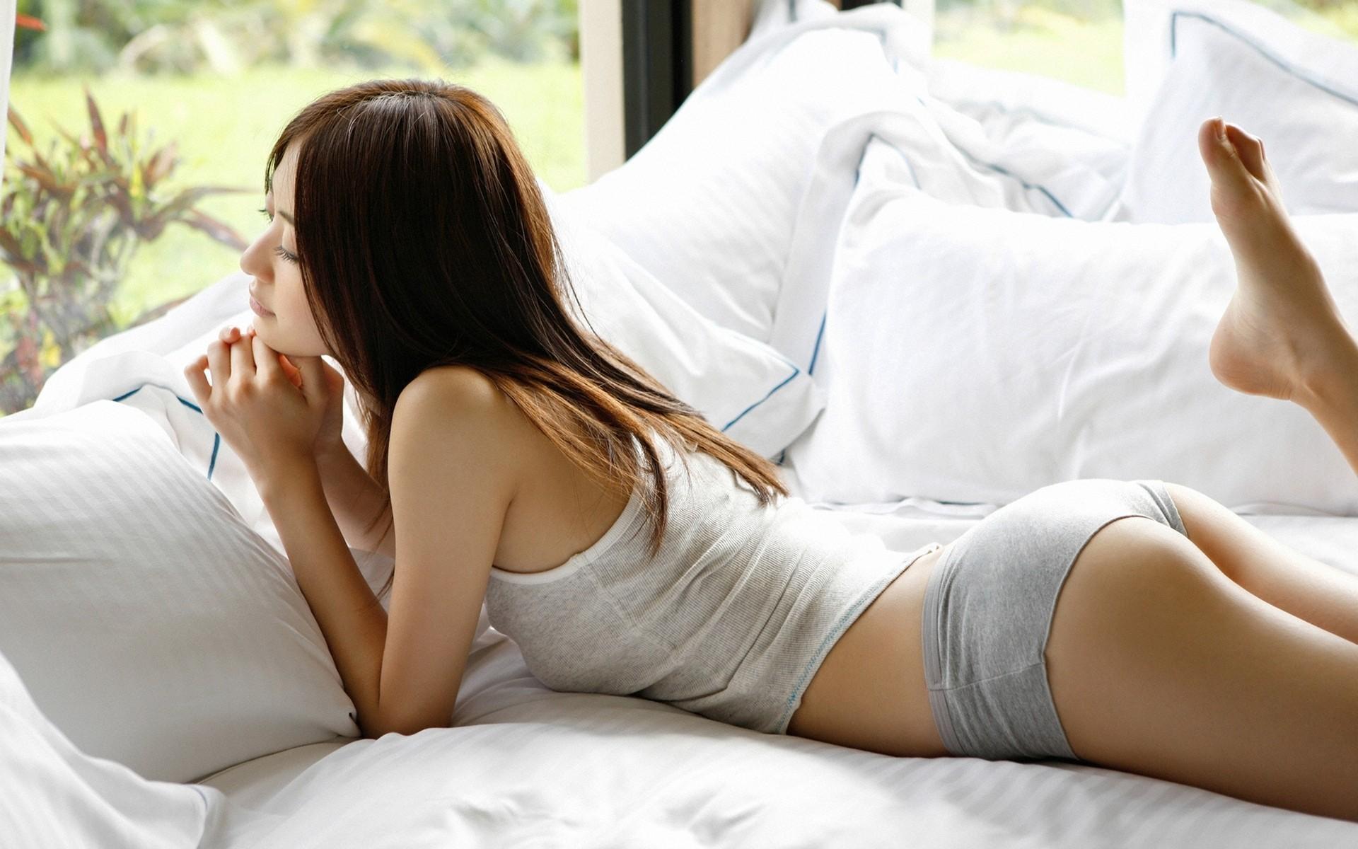 Фото девушек только встали с постели 10 фотография