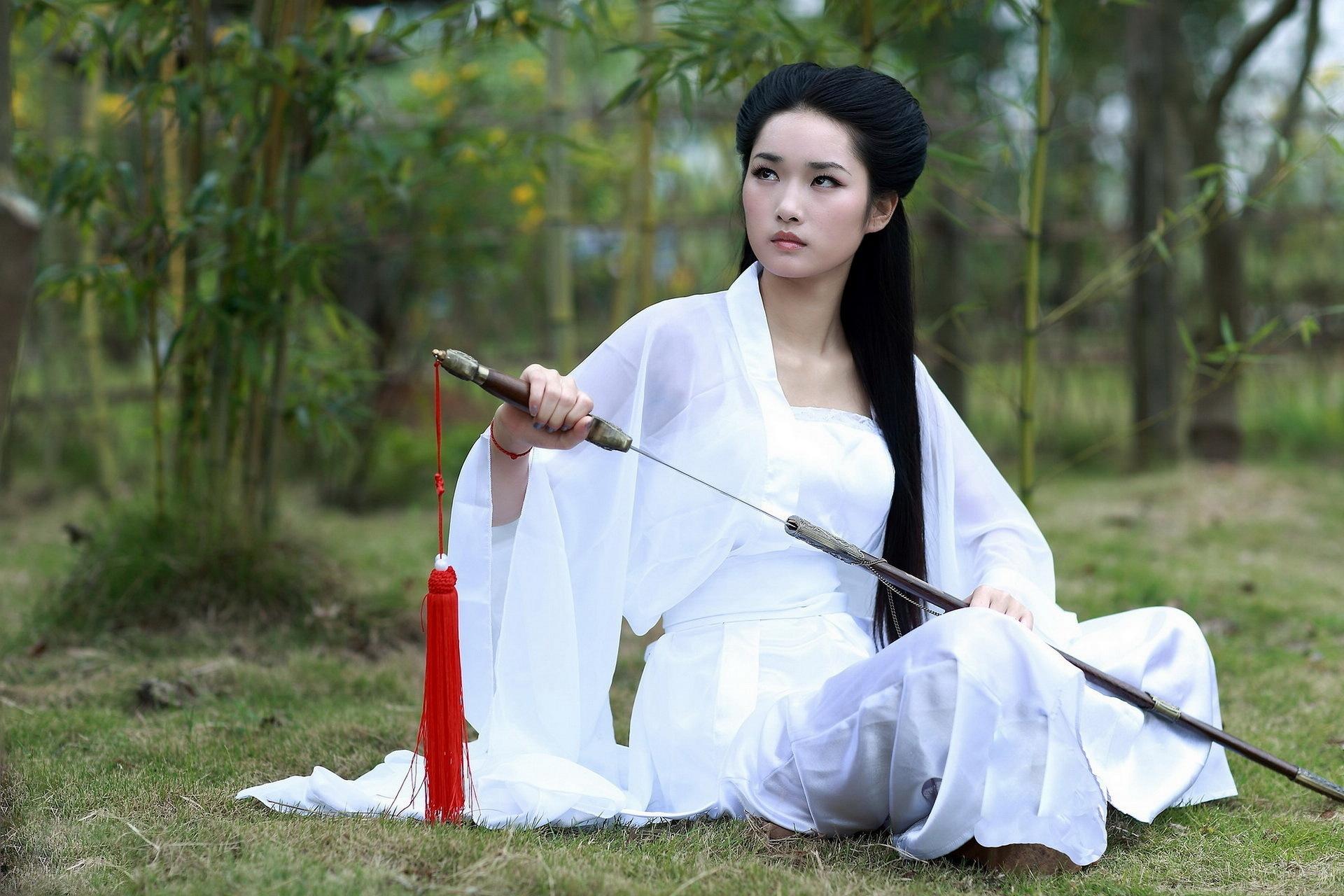 Девушка с мечом фотосессия, посмотреть фильм эротика красная шапочка