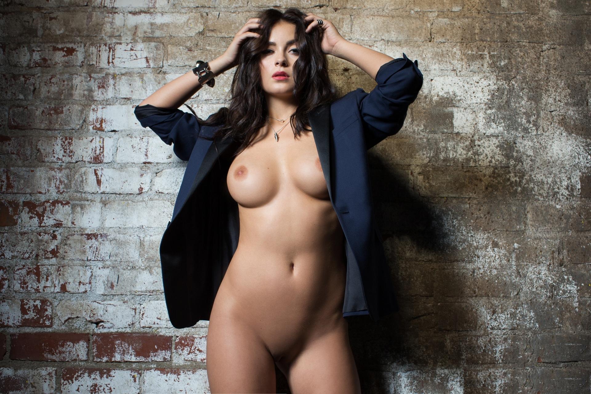 эротические фотосессии обнаженных моделей для мужских журналов дно