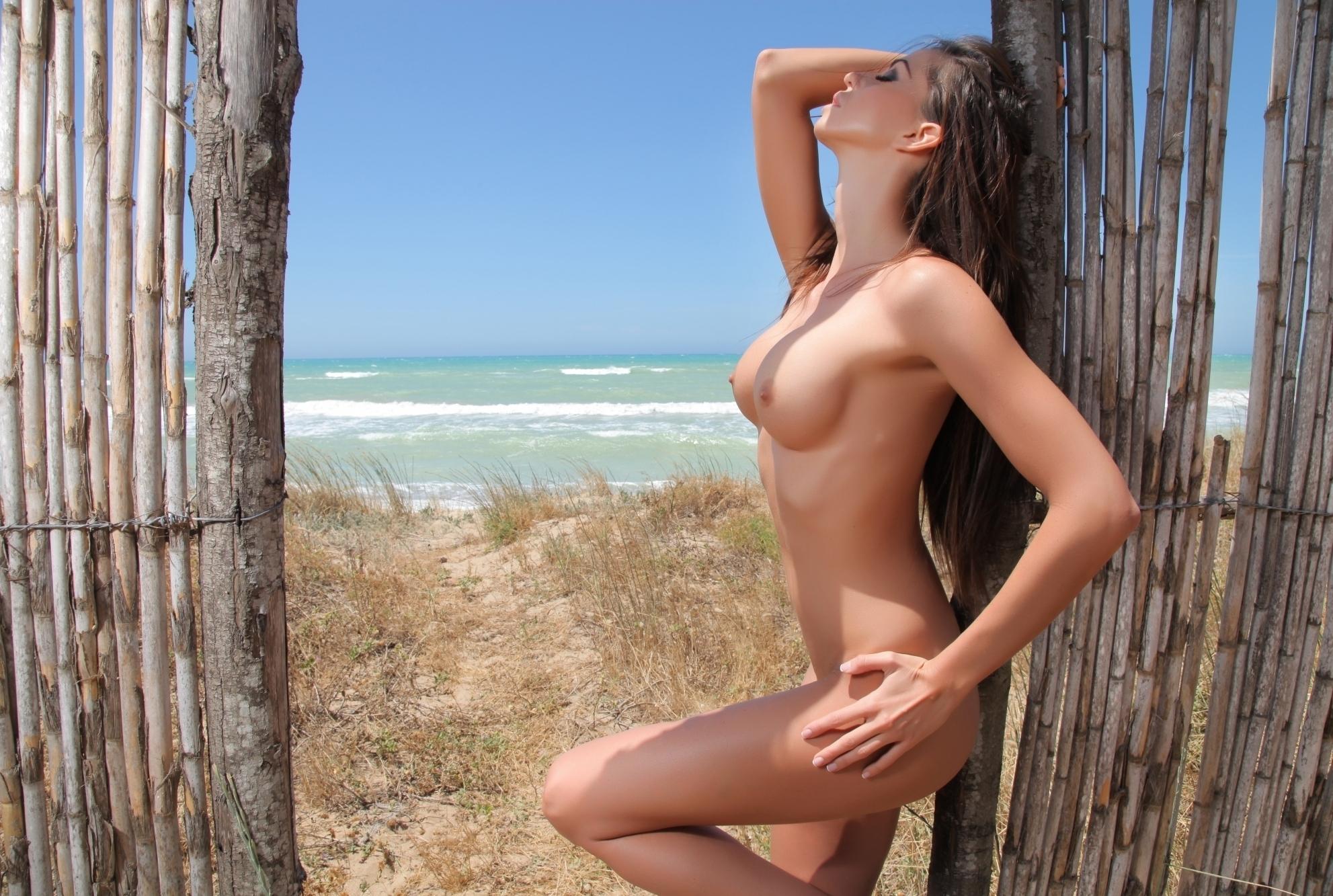 Laura plays sexy nude, nn sexy redhead