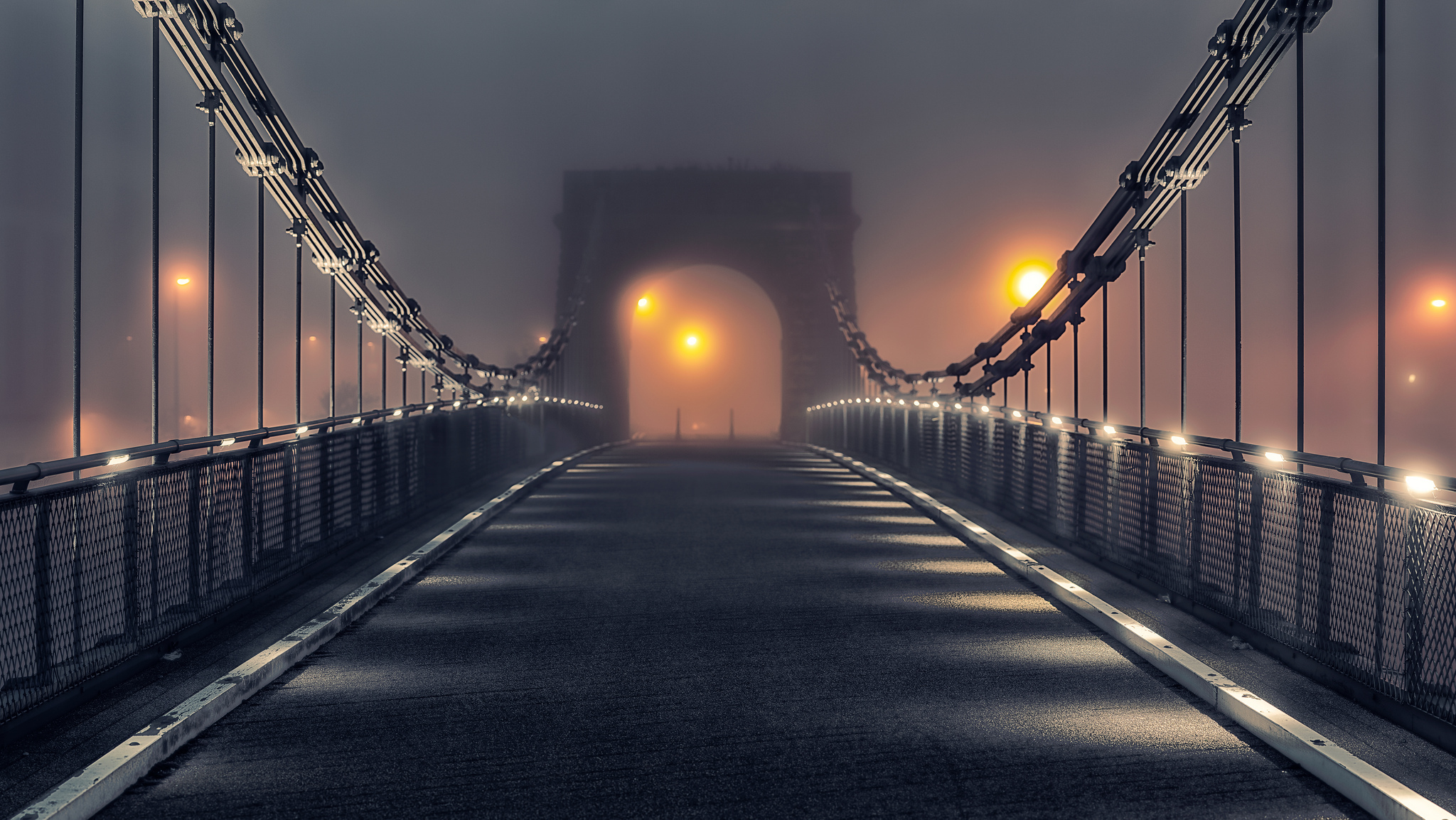 прошу картинки на мосту человека недвижимого имущества