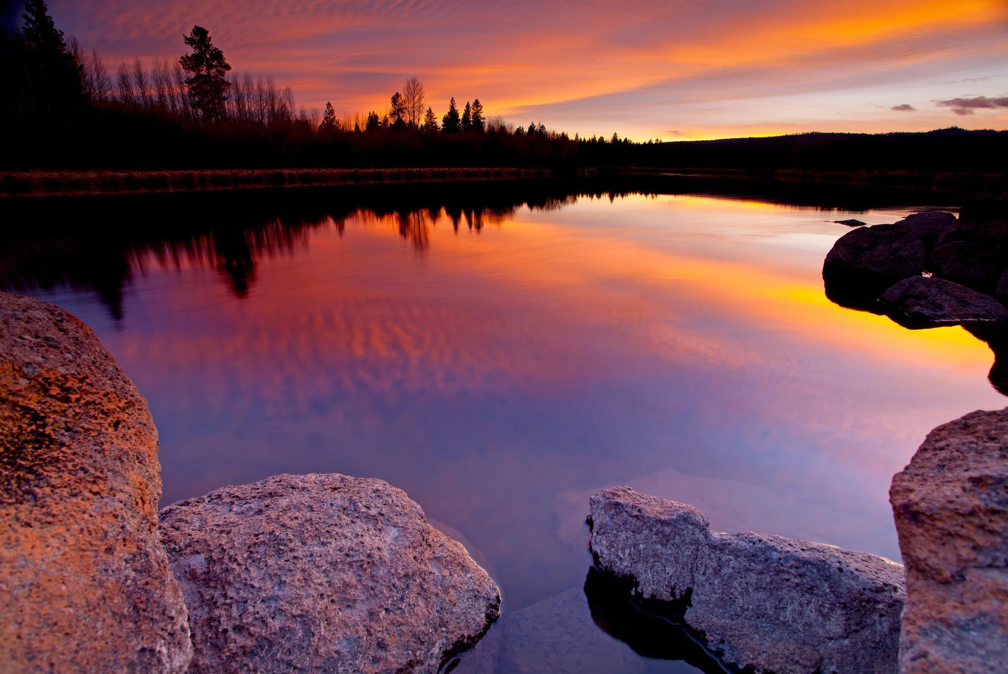 озеро в лесу на закате  № 380264 загрузить