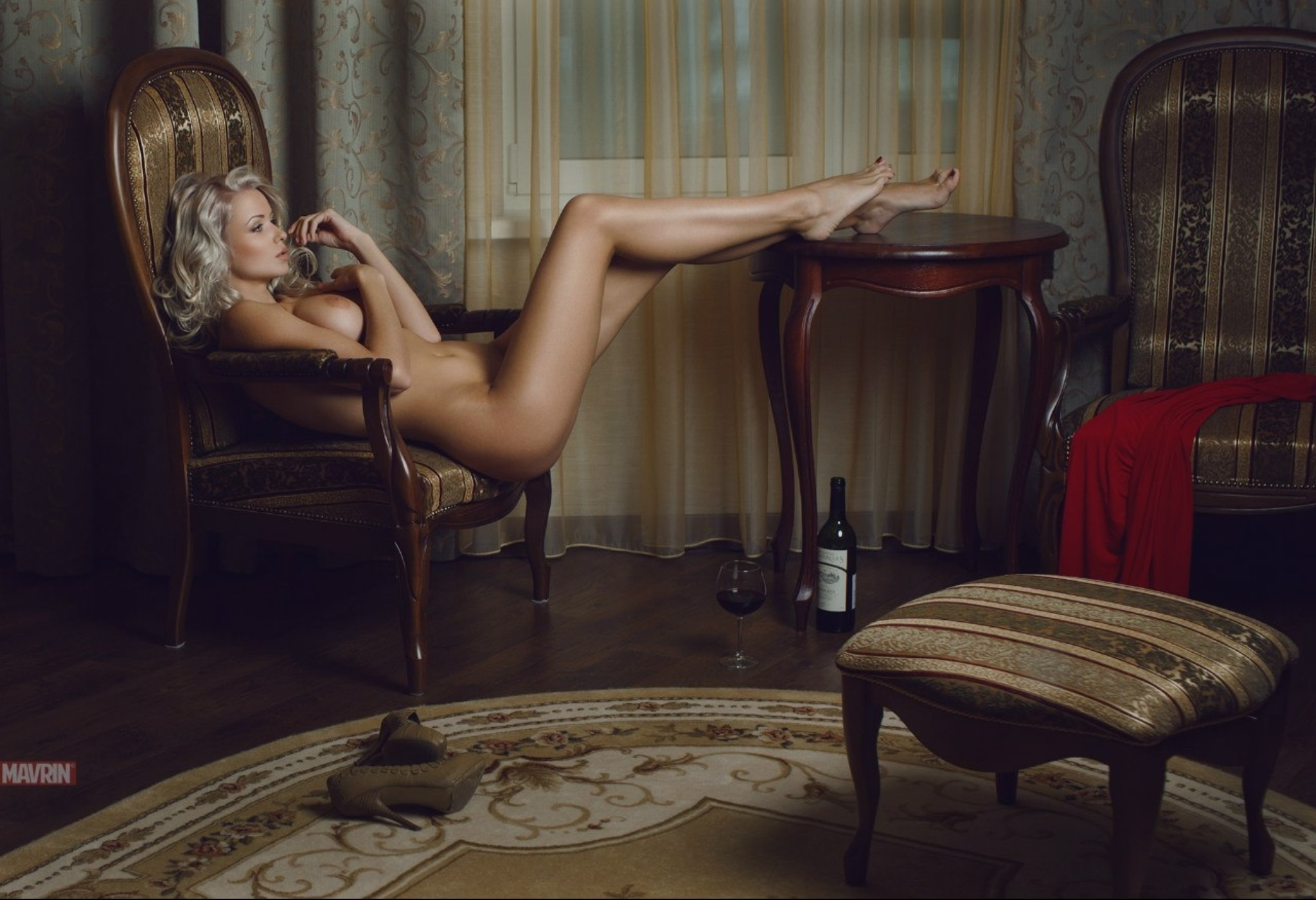 playmate-naked-on-chair-girl