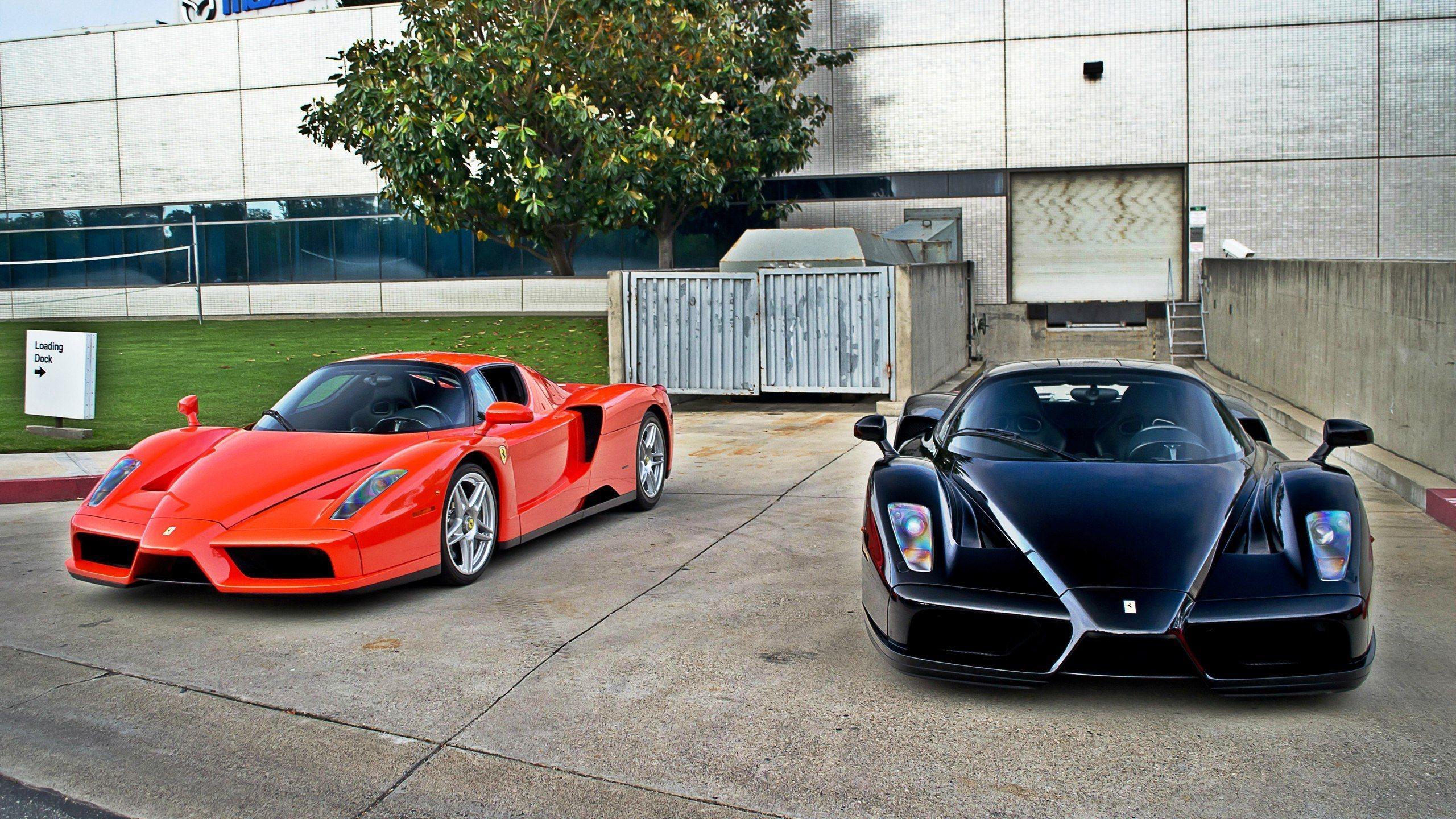 Черный спортивный автомобиль Ferrari Enzo  № 2892553 без смс