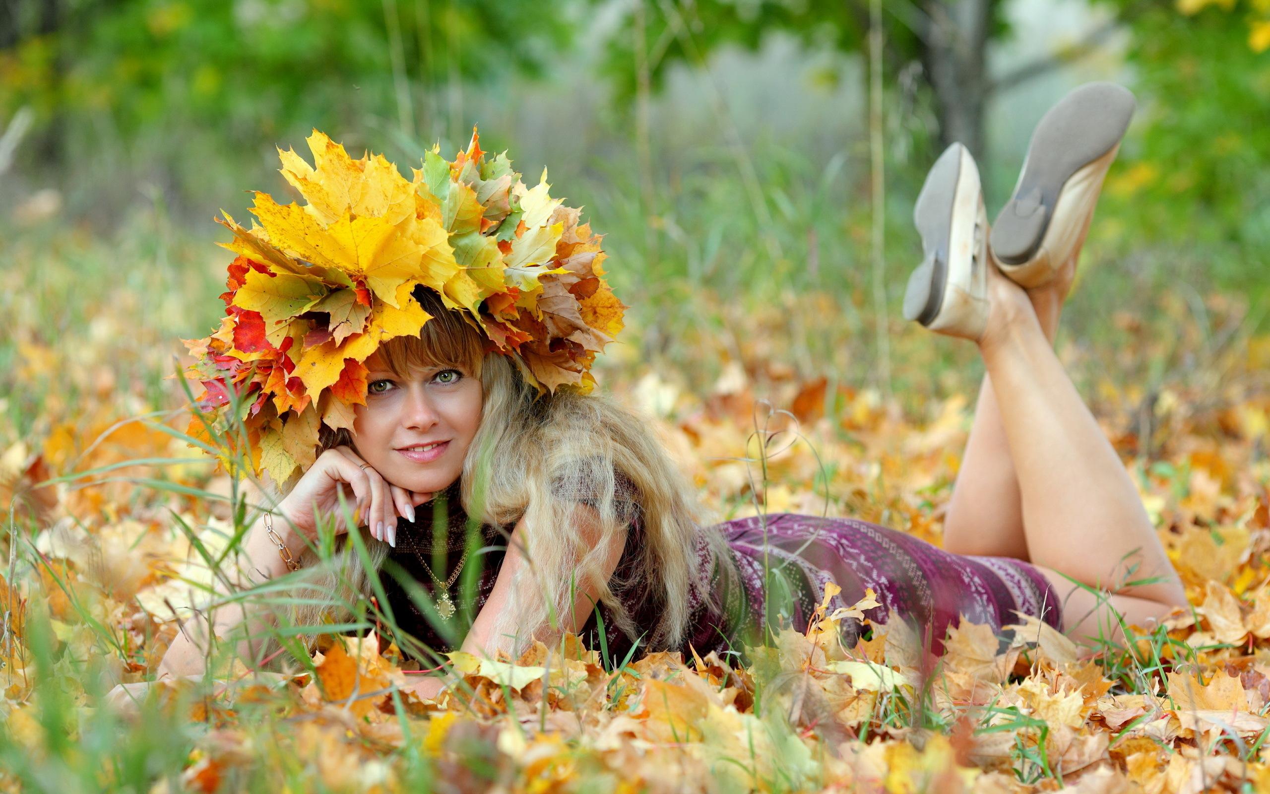 Картинки прикольная девушка осень, папе объемные открытки