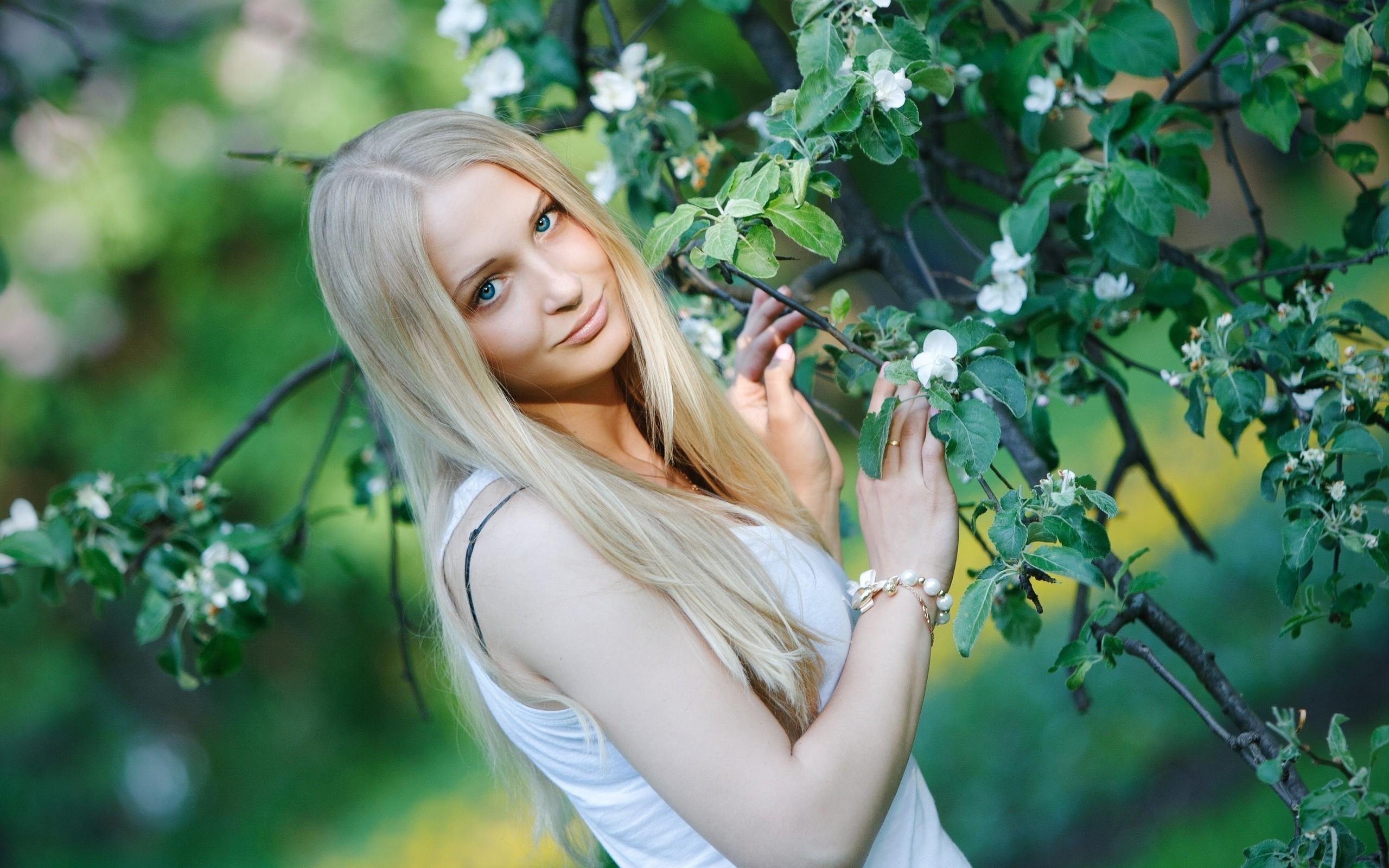 blondinochka-s-bryunetochkoy-porno-na-prirode-krasnoyarsk