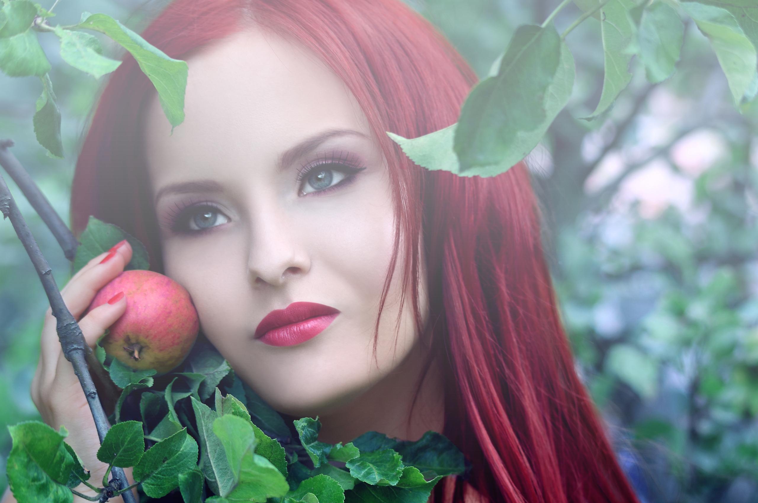 Рыжая накрашенная девушка  № 1940866 бесплатно
