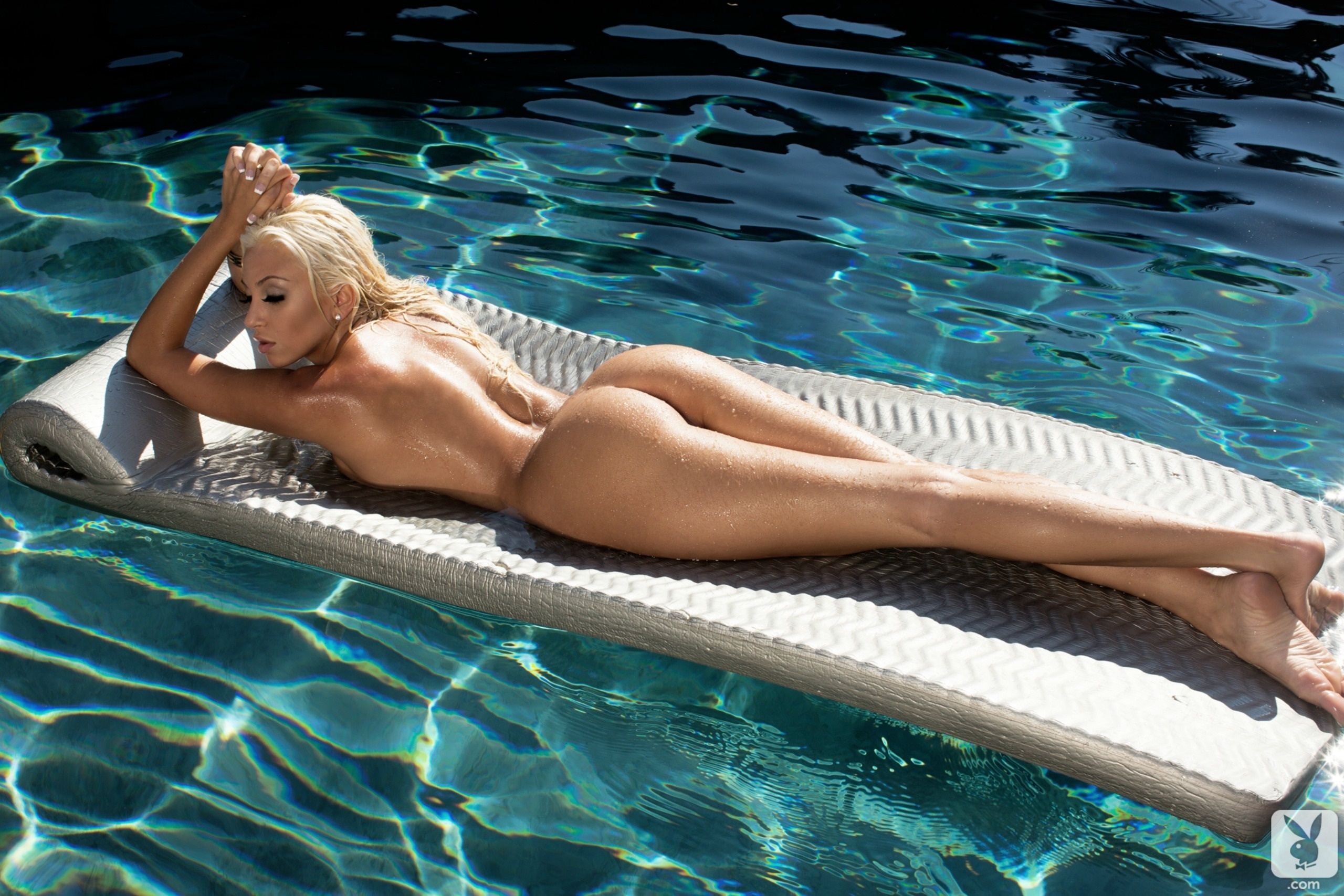sexy-babes-nude-swim-hanna-hilton-naked-pussy-ass-pics
