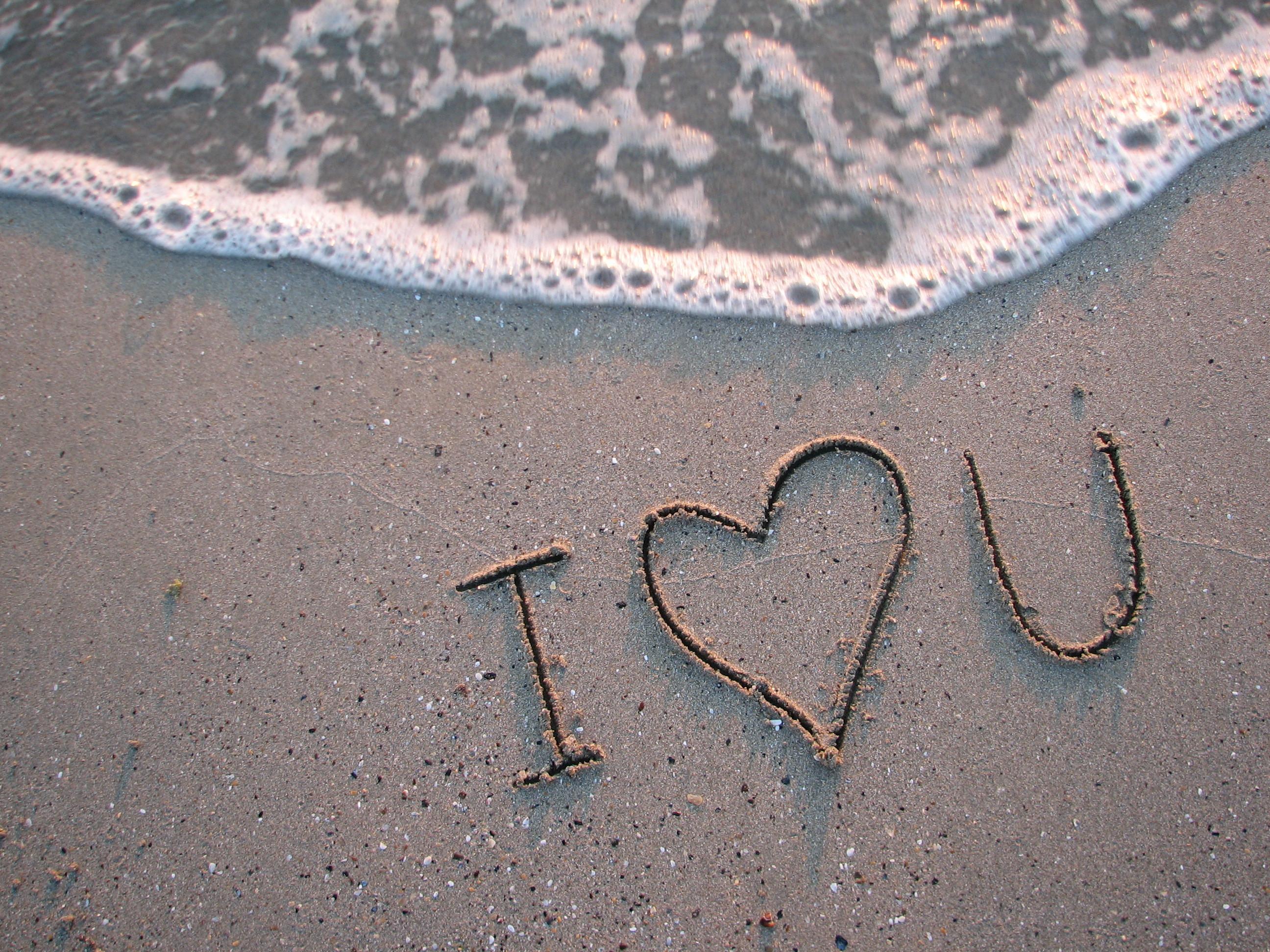 2011 надпись на песке возле волн  № 3342136 без смс