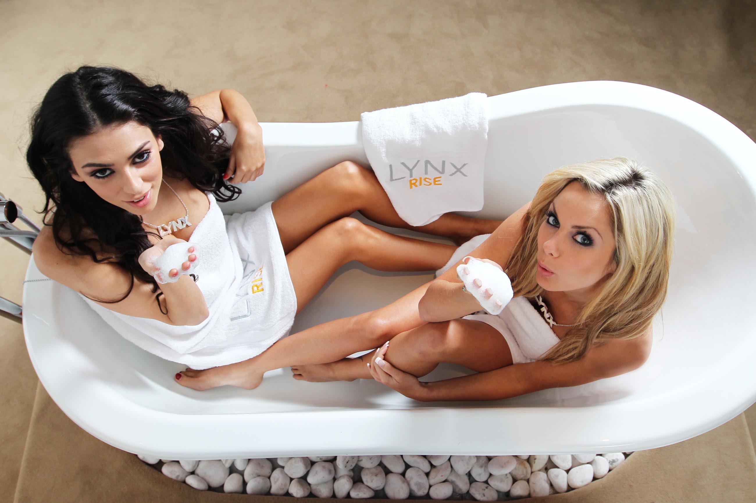 Секс в ванне с прислугой