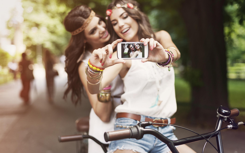 Как сделать оригинальные фото с подругой