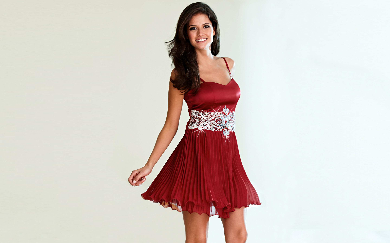 Девушки красивых платьях