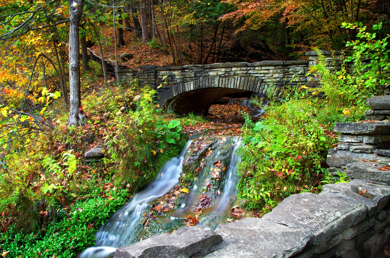 Мост через речку в ущелье  № 2239440  скачать