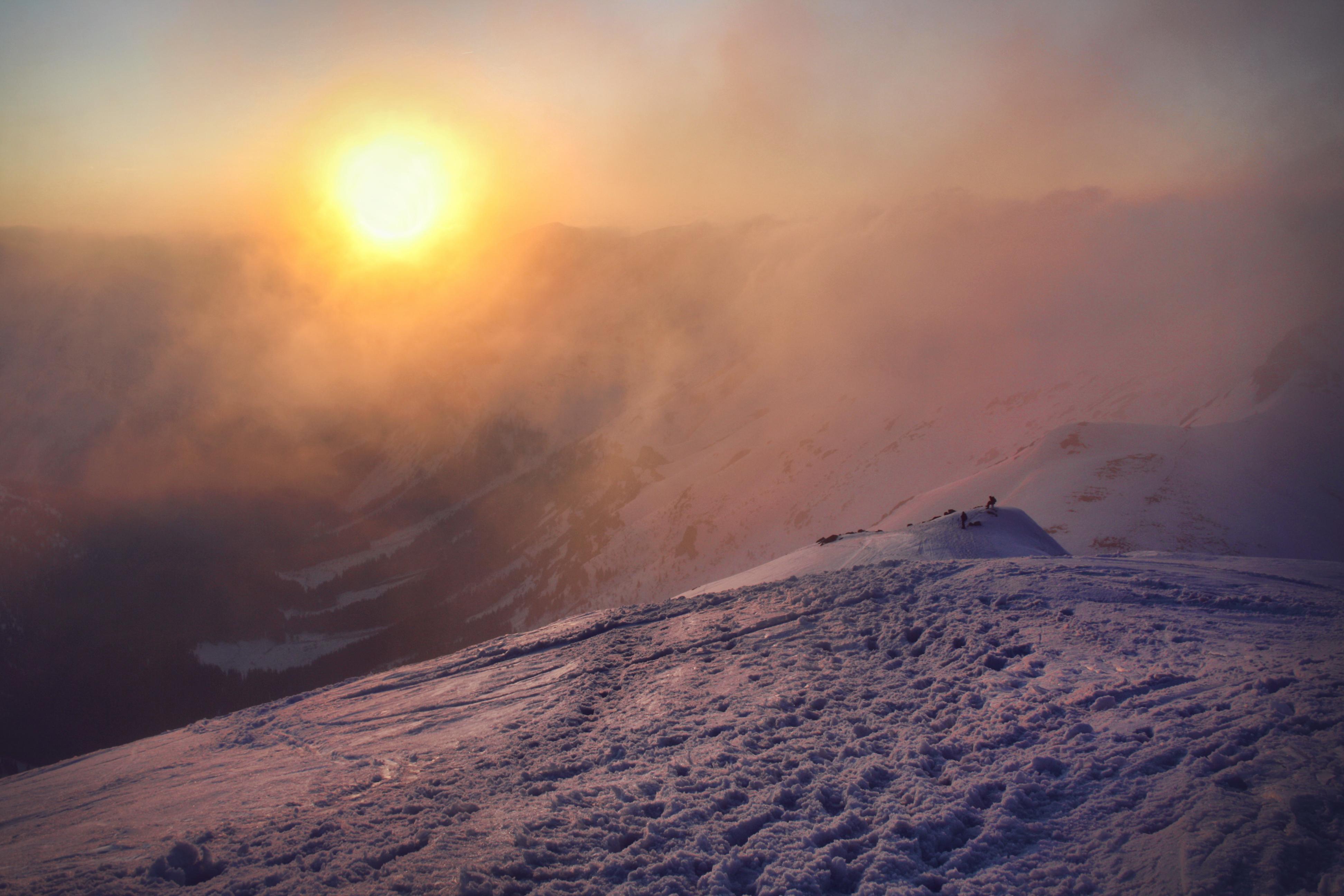 фотографии внизу фото солнце в снежных горах встретил