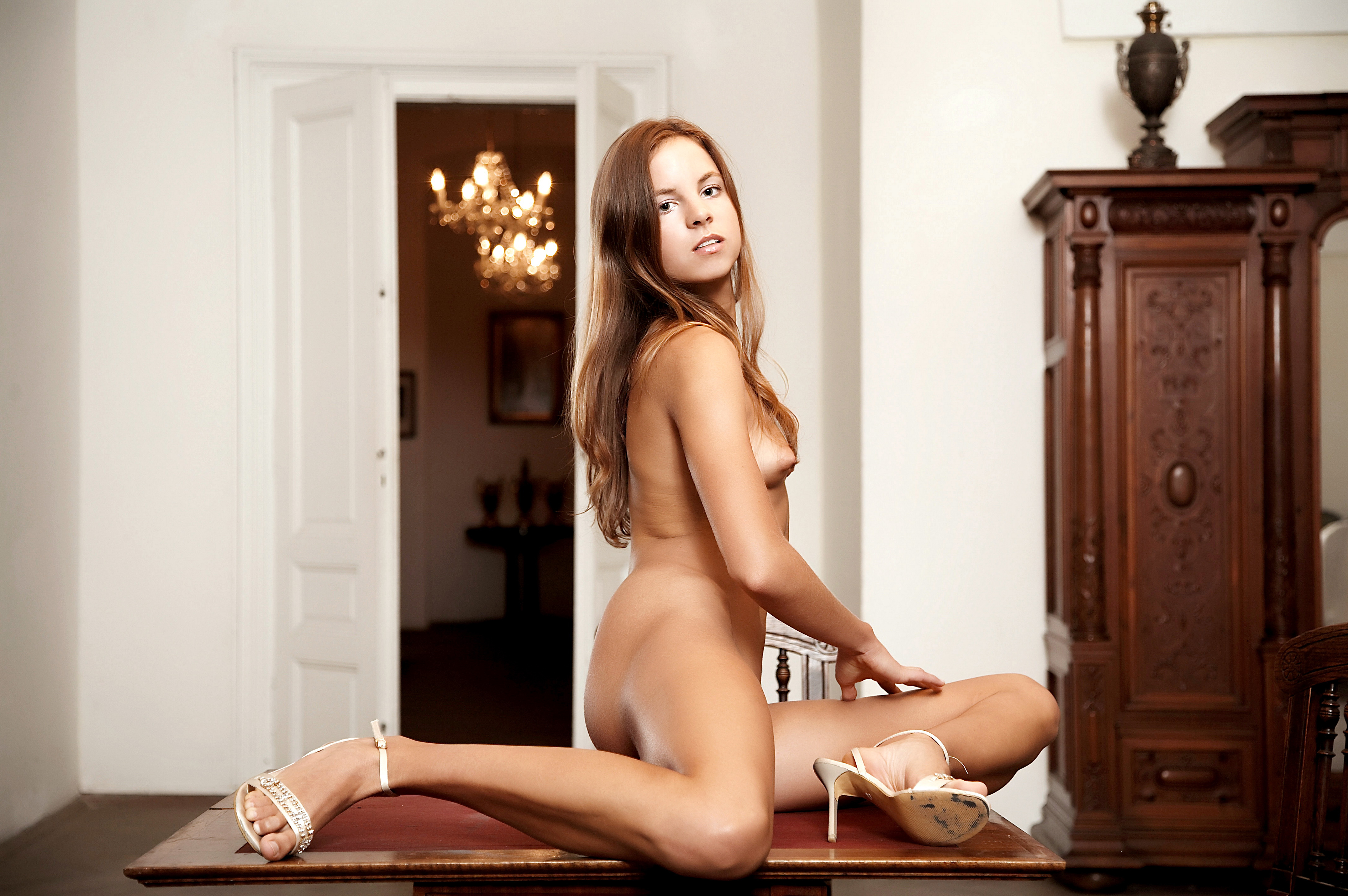 free-video-of-a-naked-glamour-shoot