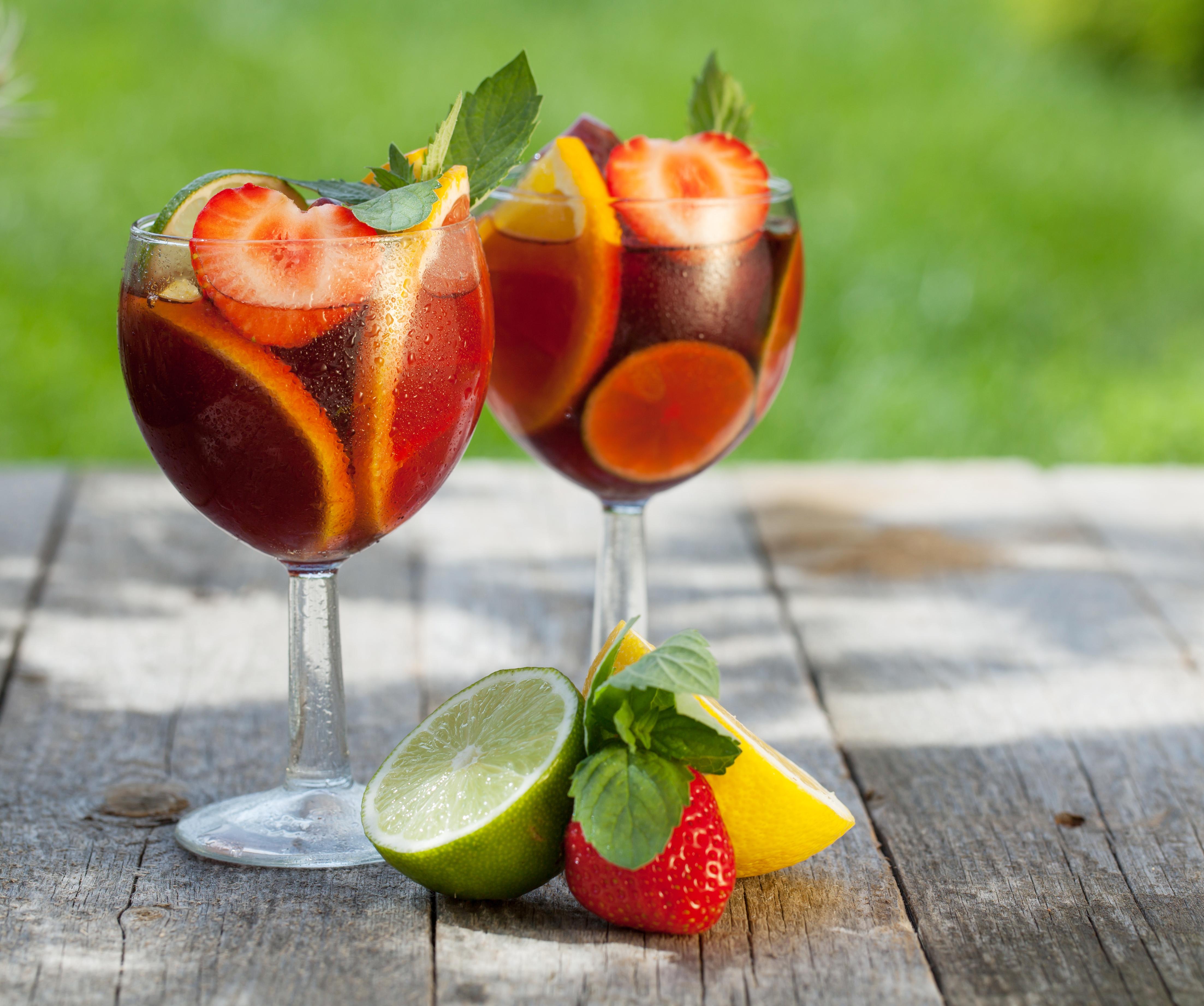 еда напитки лайм лимон апельсин клубника вишня коктейль food drinks lime lemon orange strawberry cherry cocktail  № 2154603 без смс