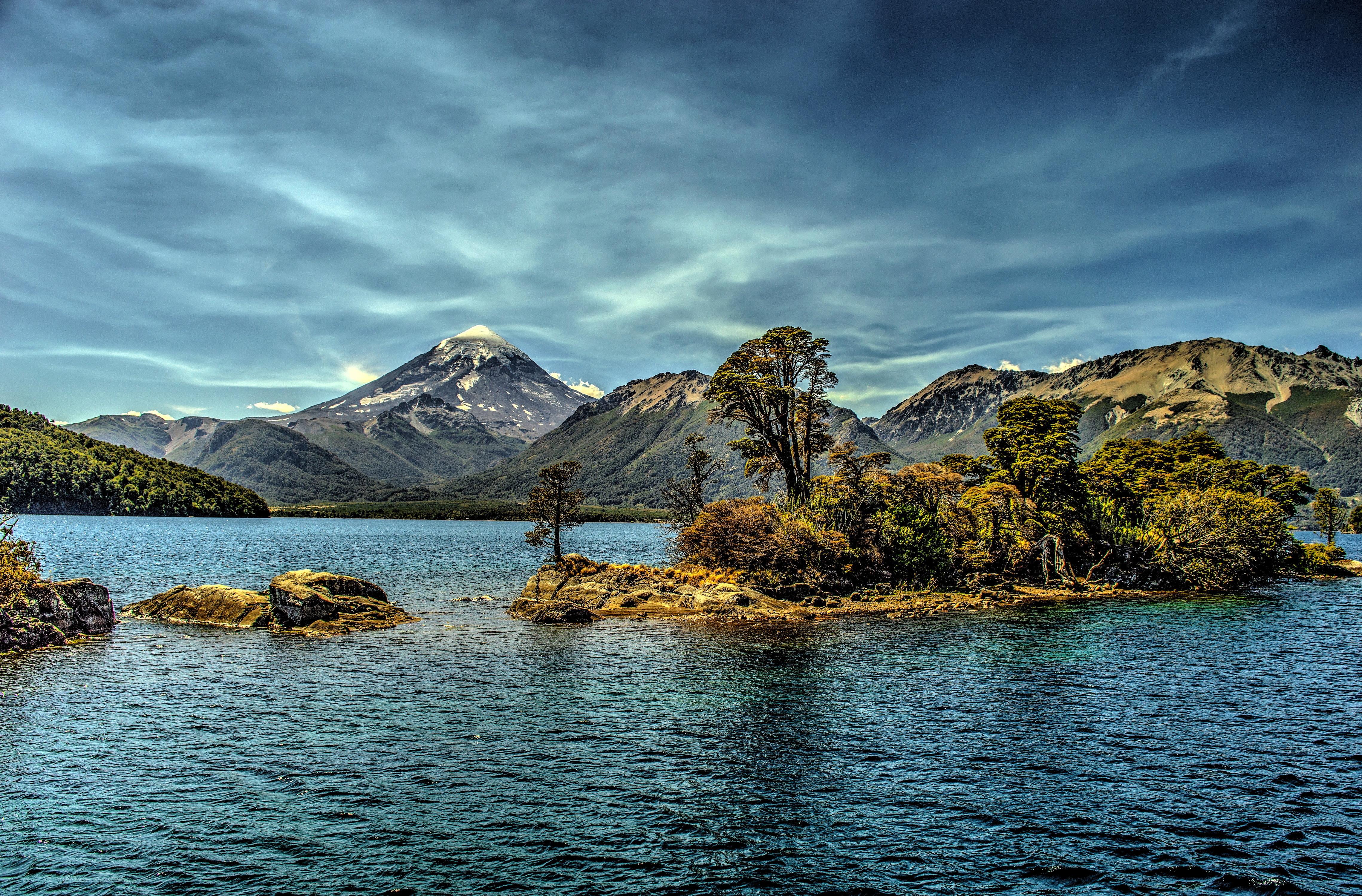 маленькие острова среди гор  № 253112  скачать