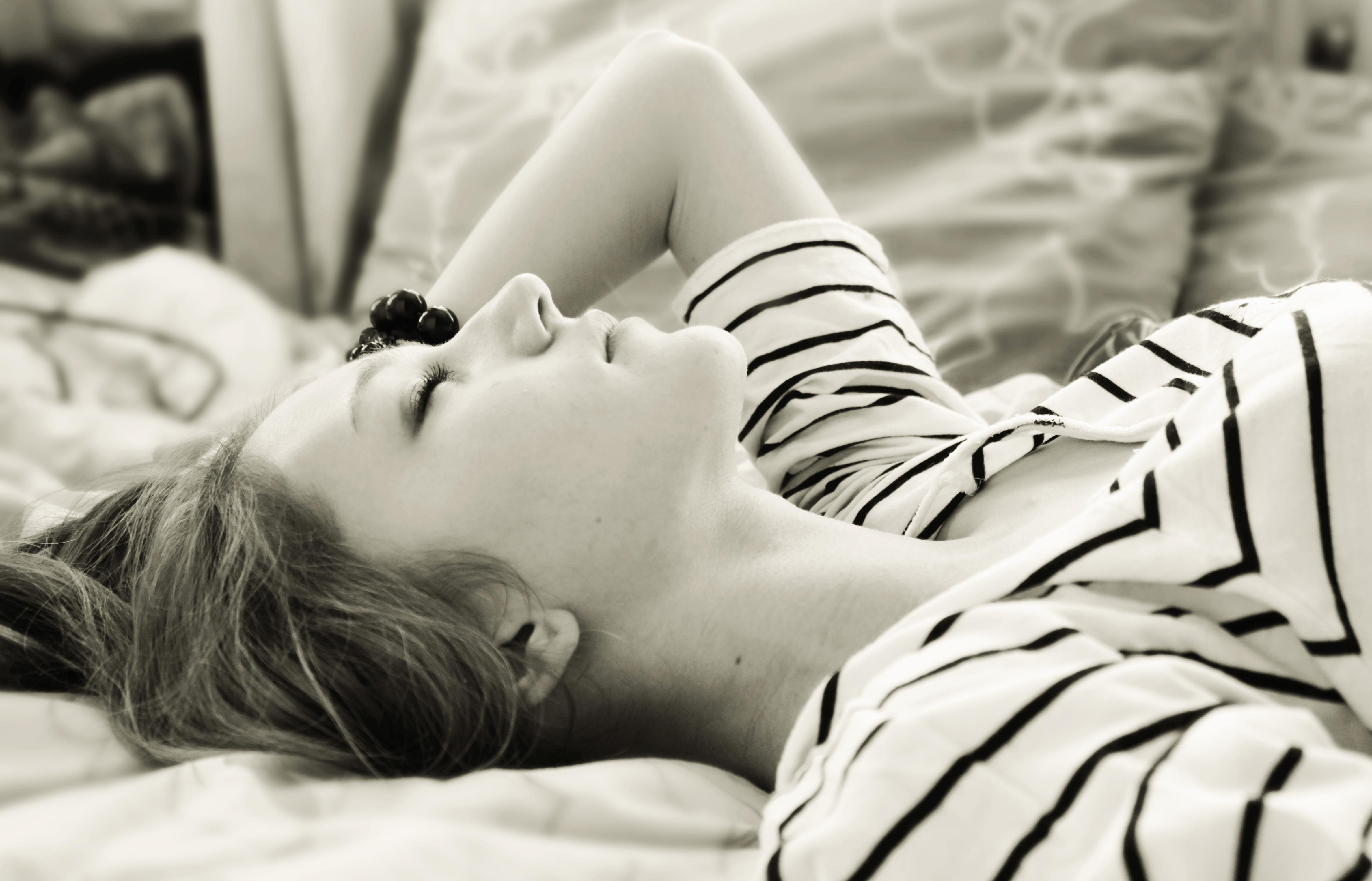 Эро фото спящих девочек 18 фотография