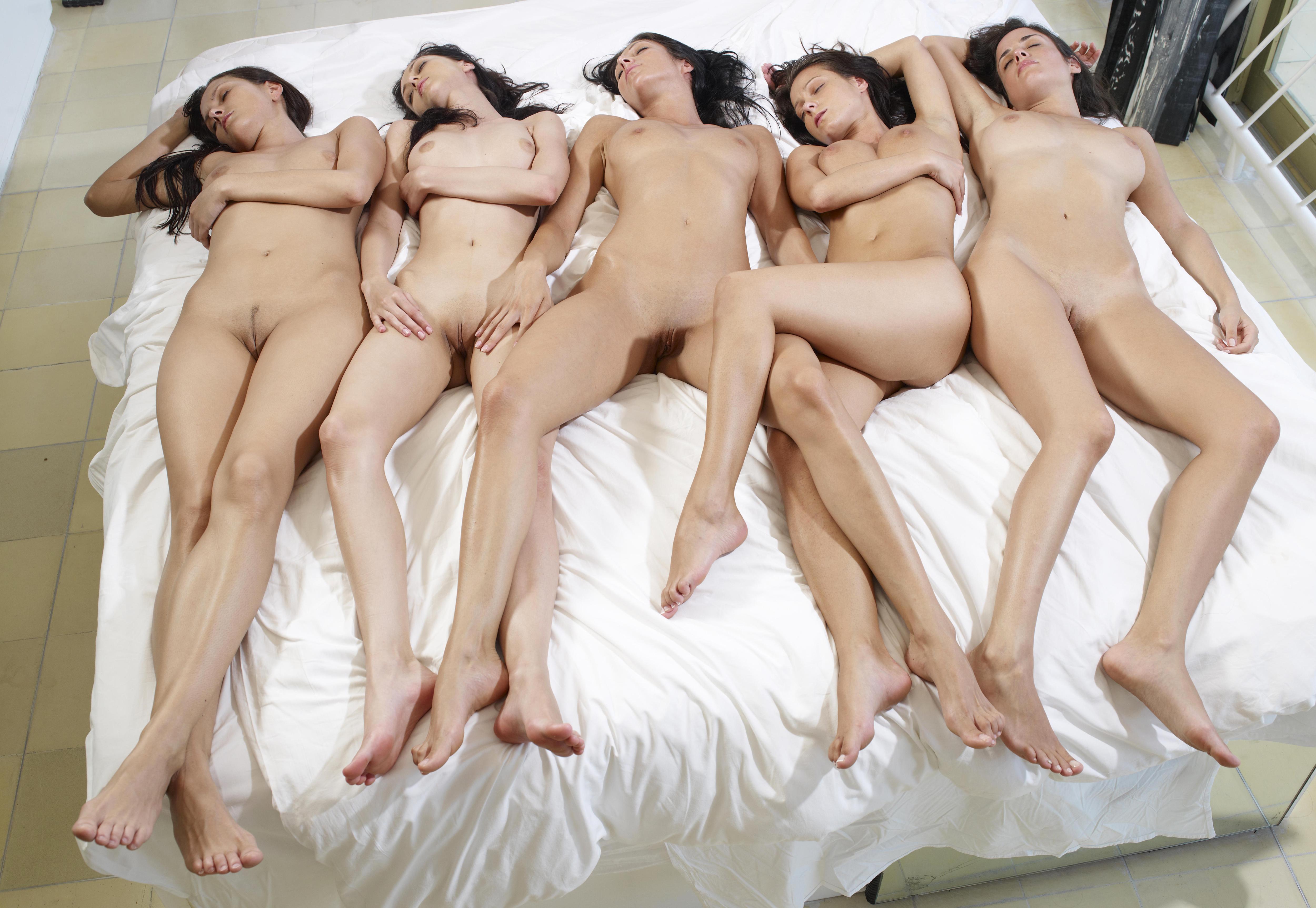 Females naked girls together group tittiy fucking