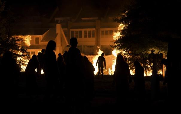 Фото обои ночь, зомби, The Walking Dead, Ходячие мертвецы, огонь силуэты
