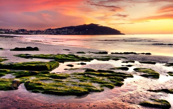 Фото обои море, закат, камни, холм