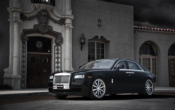 Фото обои чёрный, здание, окна, Rolls-Royce, дверь, Ghost, black