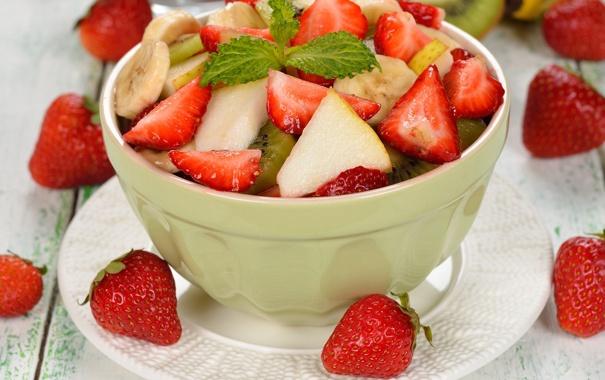 Фото обои мята, салат, клубника, банан, киви, яблоко