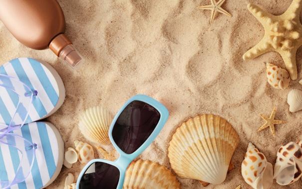 Фото обои песок, пляж, лето, отдых, очки, ракушки, summer