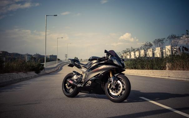 Фото обои дорога, небо, чёрный, фонари, мотоцикл, black, yamaha
