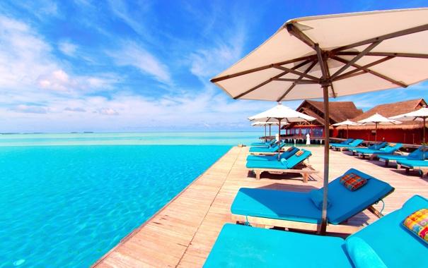 Фото обои море, небо, солнце, зонт, бассейн, шезлонг, бунгало