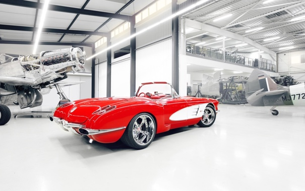 Фото обои красный, тюнинг, ангар, corvette, шевроле, диски, классика