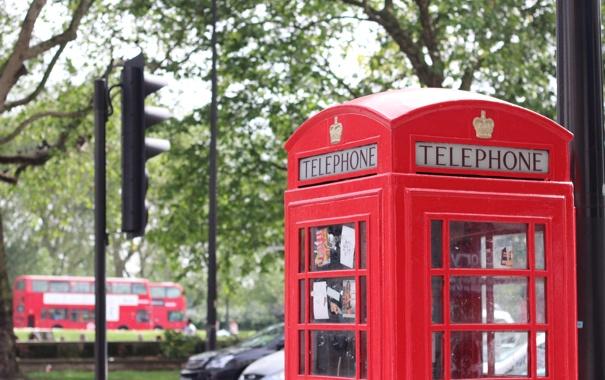 Фото обои город, улица, будка, красная, телефонная
