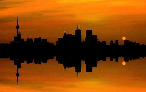 Фото обои небо, солнце, облака, закат, город, отражение, башня