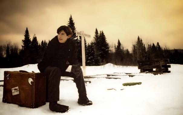 Фото обои winter, boy, adventure, rainy, on the road, travelling
