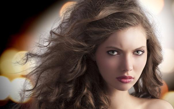 Фото обои взгляд, девушка, макияж, шатенка, плечи, кудри, зеленоглазая