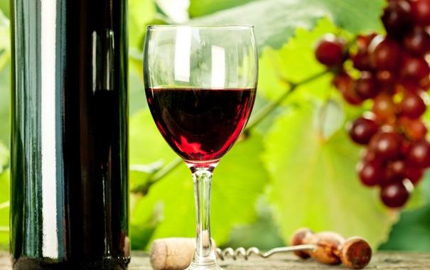 Фото обои стол, вино, бокал, бутылка, виноград, штопор