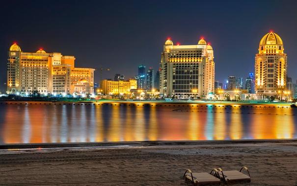 Фото обои песок, пляж, небо, дома, ночь, отражение, огни