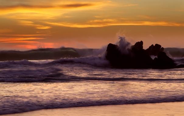Фото обои море, волны, вода, брызги, природа, скала, камни
