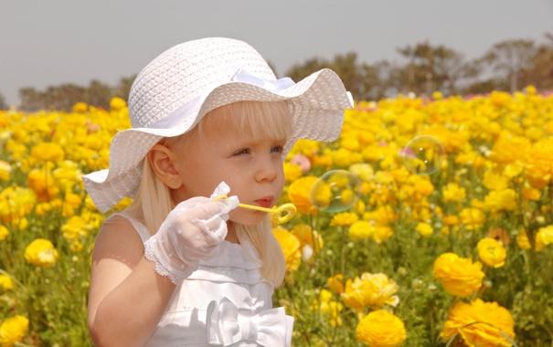 Фото обои поле, мыльные пузыри, девочка, ребёнок