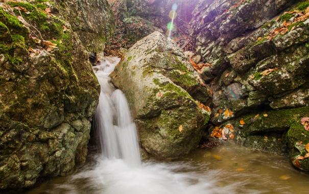 Фото обои камни, мох, вода, блики, водопад