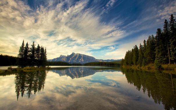Фото обои небо, облака, деревья, горы, озеро