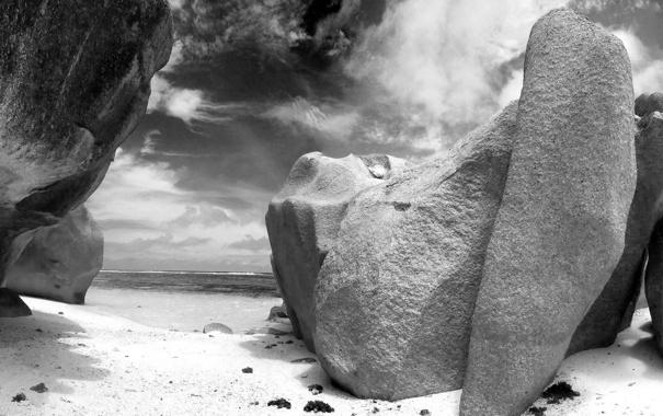 Фото обои черно-белое фото, песок, скалы