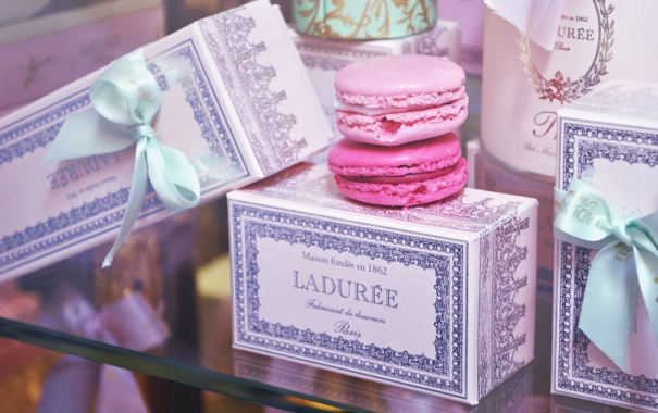 Фото обои коробка, печенье, розовое, коробочка, макарун