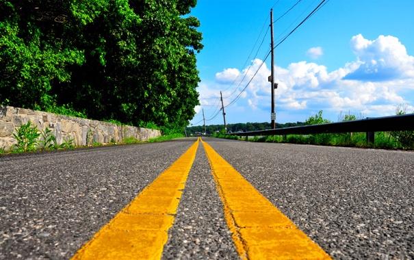Фото обои дорога, деревья, желтый, полосы, улица