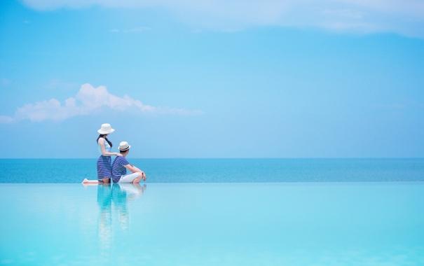 Фото обои море, облака, голубое, шляпа, горизонт, пара, невеста