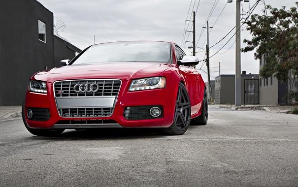 Фото обои небо, Audi, ауди, улица, red, красная, высоковольтные столбы