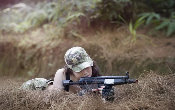 Фото обои девушка, оружие, автомат