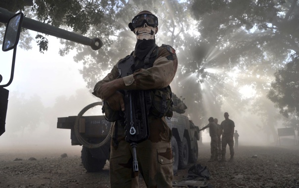 Фото обои оружие, маска, солдат, конфликт